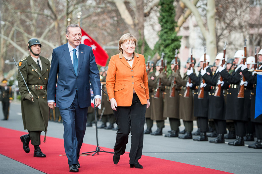 The Turkish Prime Minister Recep Tayyip Erdogan welcomed Chancellor Angela Merkel with military honours.