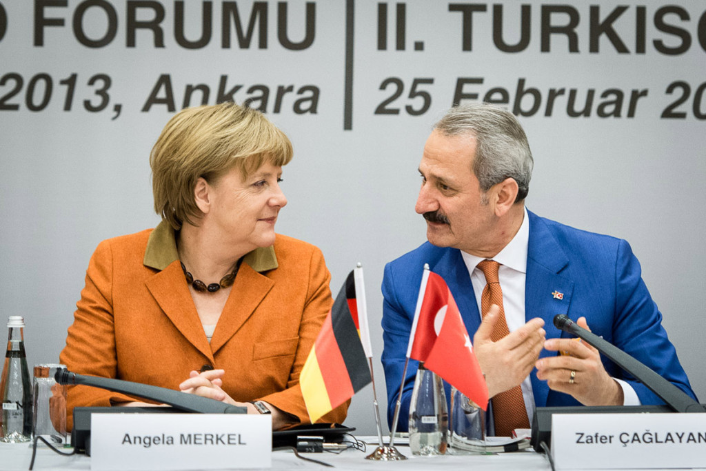 Before her talks with representatives of the German and Turkish business communities and the subsequent German-Turkish Business Forum Angela Merkel was welcomed by Turkish Economics Minister Safer Caglayan.