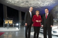 Chancellor Angela Merkel with Daimler CEO Dieter Zetsche and state premier Stefan Mappus, behind them the first Benz and a new Mercedes