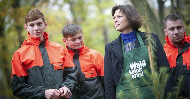 Bundesministerin Ilse Aigner pflanzt den Baum des Jahres