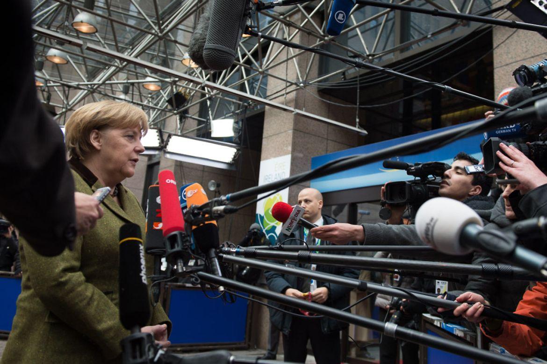 Bundeskanzlerin Angela Merkel gibt ein Pressestatement.